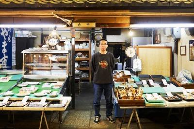 山市商店・棒鱈や焼き鱧をはじめ水産加工品を多く扱うお店