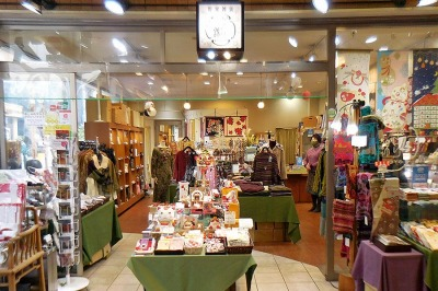 京の提案雑貨「かざり錦」・はんなりした着こなしや、四季のしつらえをお勧めします
